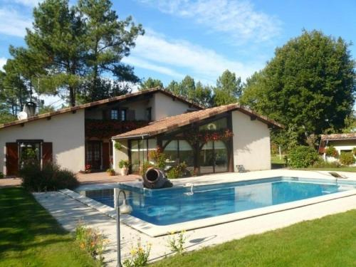 House Le clos fleuri : Guest accommodation near Saugnacq-et-Muret