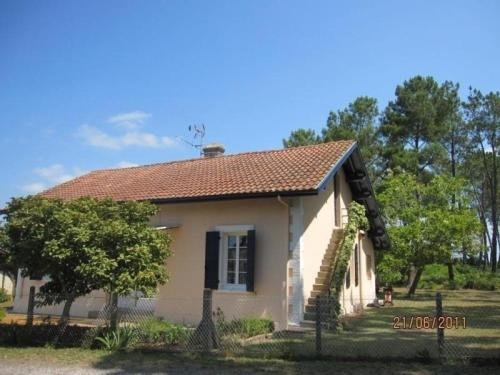 House Pernon : Guest accommodation near Azur