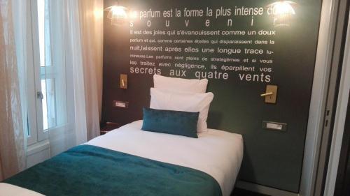 Hôtel Mercure Paris Suresnes Longchamp : Hotel near Saint-Cloud