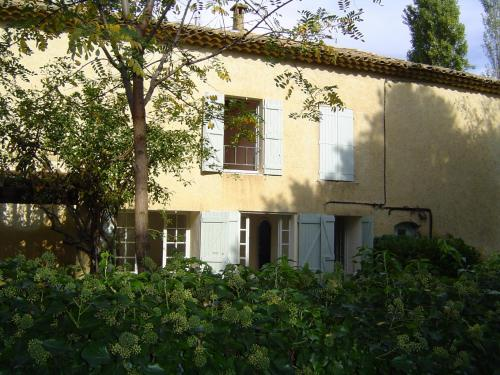 Authentique Mas Provençal : Guest accommodation near Saint-Julien-de-Peyrolas
