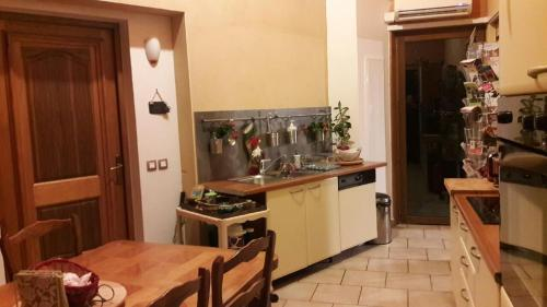 Le Grand Noyer : Bed and Breakfast near Nivollet-Montgriffon