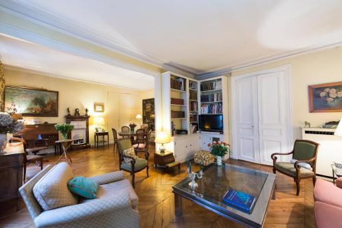 Veeve - Charming Bonaparte : Apartment near Paris 6e Arrondissement