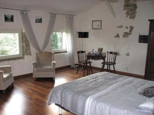 Chambres d'Hôtes Domaine Saint-Joly : Bed and Breakfast near Saint-Martin-Lalande