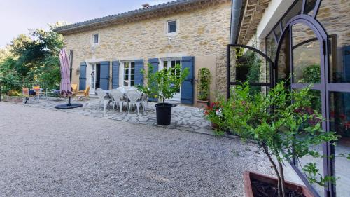 La Jourdane : Bed and Breakfast near Saint-Julien-de-Peyrolas