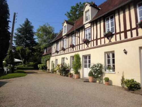le petit couvent : Apartment near Douains
