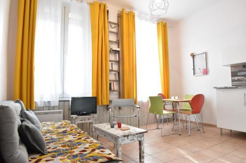 Joli T2 coloré près du Cours Julien - Air Rental : Apartment near Marseille 4e Arrondissement