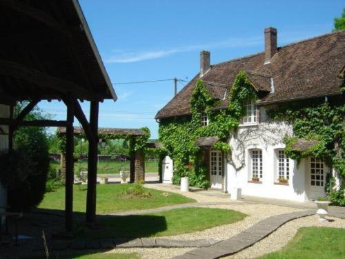 Auberge De La Scierie : Hotel near Vaudeurs