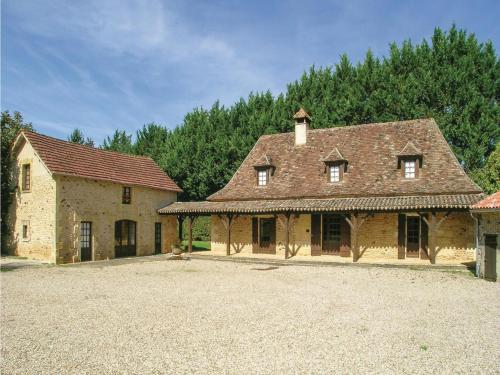 Holiday Home Cendrieux La Siguenie : Guest accommodation near Journiac