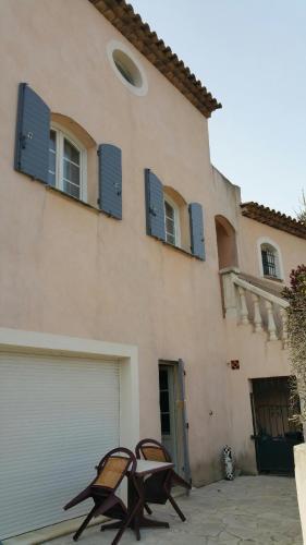 Pays d'Aix Soleilo : Apartment near Belcodène