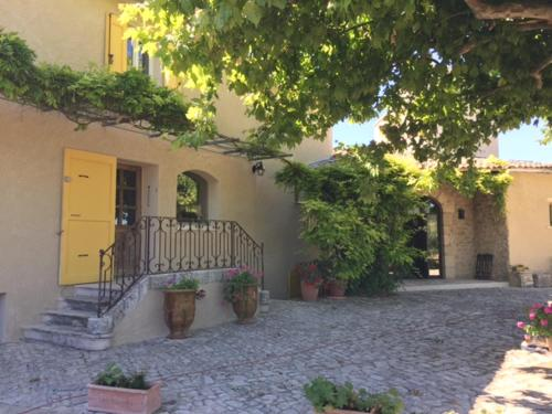 Ferme les Escuyers : Bed and Breakfast near Peyruis