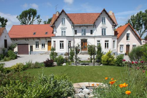 Au grand saule : Guest accommodation near Ardres