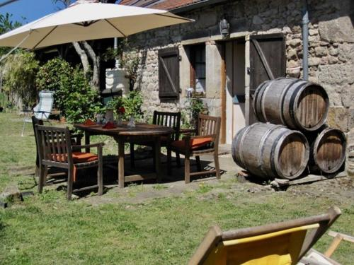 CHAMBRES D' HOTES LA LISON : Bed and Breakfast near Saint-Martin-de-Commune