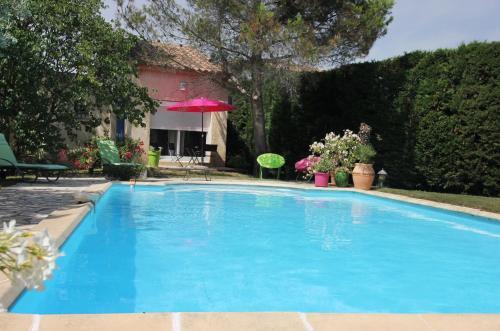 ENTRE AVIGNON et PONT DU GARD : Bed and Breakfast near Rochefort-du-Gard