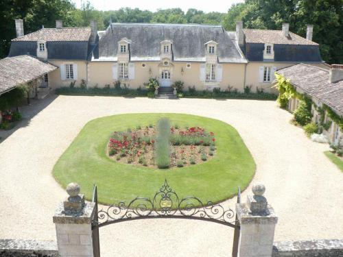 Château de Vaumoret : Bed and Breakfast near Mignaloux-Beauvoir
