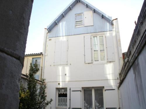House Clemot 2 : Guest accommodation near Genouillé