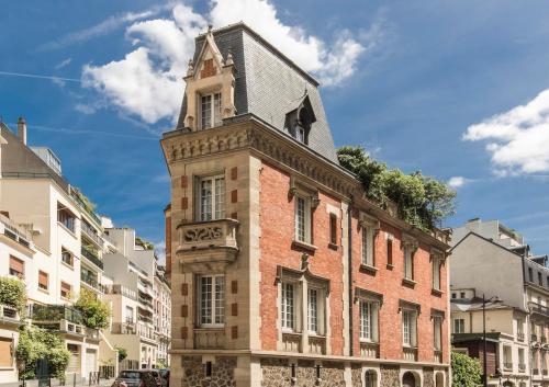 Sourire Boutique Hôtel Particulier : Bed and Breakfast near Paris 16e Arrondissement