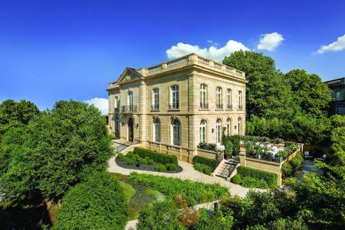 La Grande Maison de Bernard Magrez : Hotel near Bruges