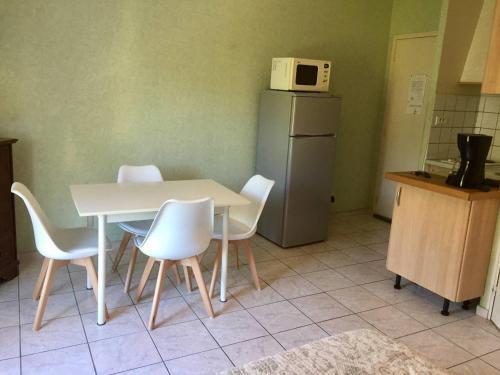 Studio meuble : Apartment near Saint-Martin-de-Brômes