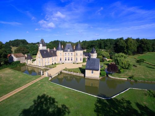 Château de Vaulogé : Bed and Breakfast near Fercé-sur-Sarthe