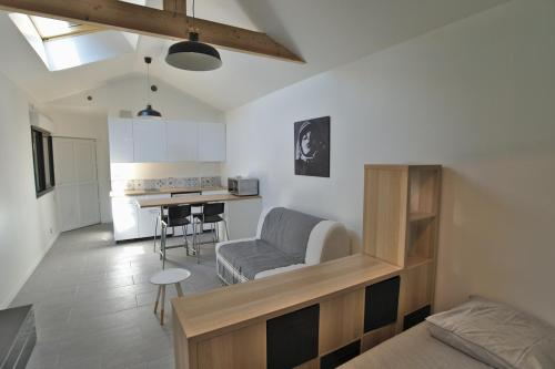 L'INDEPENDANCE : Guest accommodation near Oullins