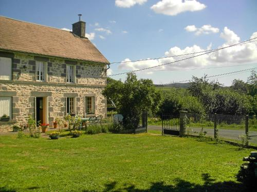 Holiday Home O'Petit Bonheur : Guest accommodation near Saint-Priest-des-Champs