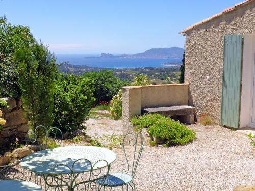 Apartment La Roquette : Apartment near La Cadière-d'Azur