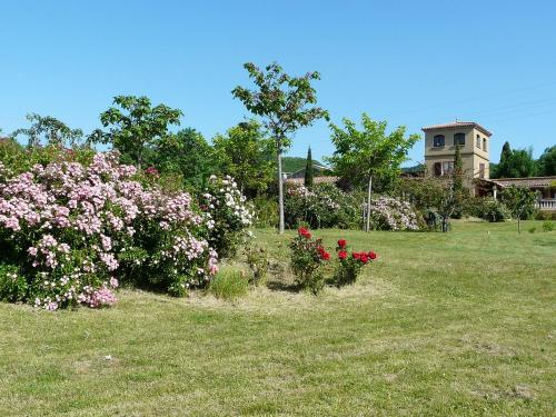 Holiday Home Les Ecuries : Guest accommodation near Tourreilles