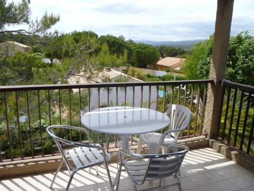 Apartment Les Thuyas : Apartment near Saint-Cyr-sur-Mer