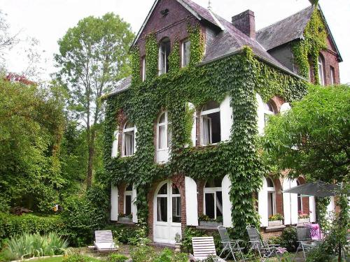 Holiday Home Le Manoir de la Huchette : Guest accommodation near Tourville-en-Auge