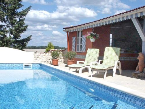 Holiday Home LA VIOLETTE : Guest accommodation near Rioux-Martin
