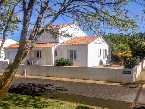 Holiday Home Fregates : Guest accommodation near Saint-Georges-d'Oléron