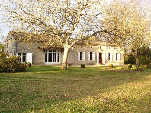 Holiday Home La Raze : Guest accommodation near Fougueyrolles