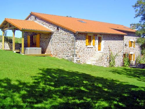 Holiday Home ferme : Guest accommodation near Saint-Haon