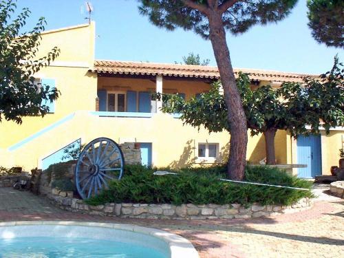 Holiday Home La Maison Jaune : Guest accommodation near Le Cailar