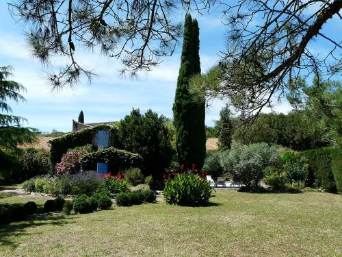 Holiday Home Estrade : Guest accommodation near Brézilhac