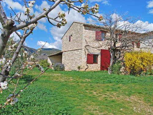 Holiday Home Le Puits Du Geai : Guest accommodation near Rustrel