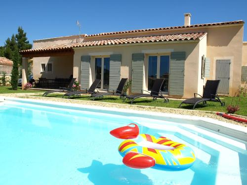 Villa La Reine des Pres : Guest accommodation near Rustrel