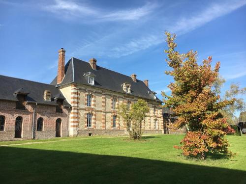 Ferme de la Futaie - spacieuse et charme unique : Guest accommodation near Martagny