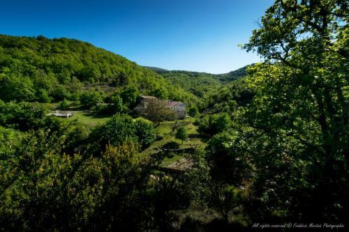 Laulagner : Bed and Breakfast near Saint-Remèze