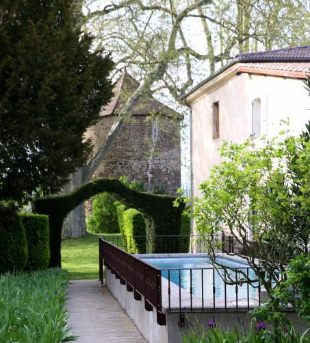 Gîtes Domaine La Bonne Etoile : Guest accommodation near Ozon