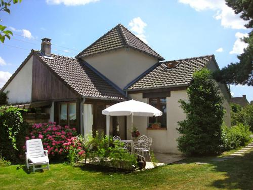 Holiday Home La Tour : Guest accommodation near Saint-Aignan-de-Cramesnil