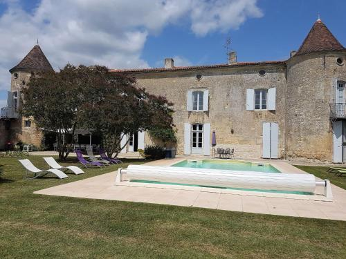 Holiday Home Le Manoir Des Touches : Guest accommodation near Saint-Simon-de-Pellouaille