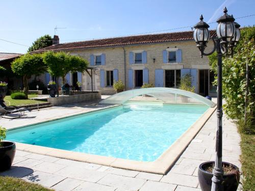 Holiday Home La Cagouille : Guest accommodation near Poursay-Garnaud