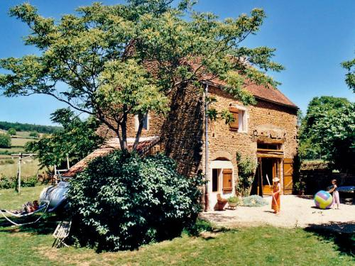 Holiday Home Les Pierres Dorees : Guest accommodation near Burnand
