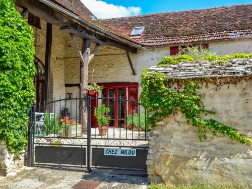 Holiday Home Chez Milou : Guest accommodation near Jouancy