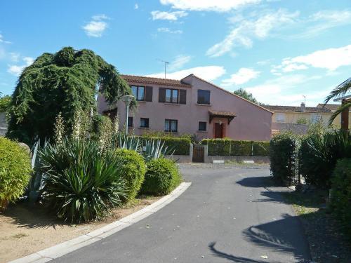 Holiday Home Les Jardins de la Mer : Guest accommodation near Vias