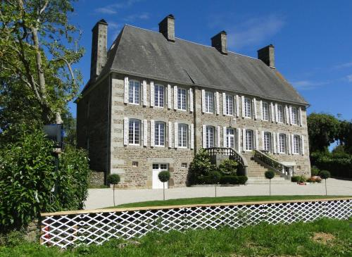 Manoir Saint-Martin : Bed and Breakfast near Villebaudon