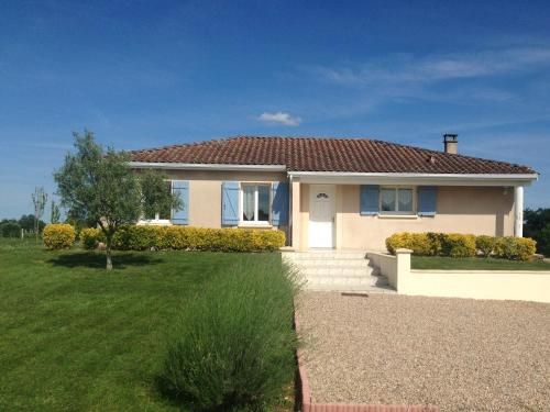 maison de vacances : Guest accommodation near Lamothe-Montravel