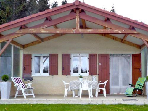 Chalet Le Clos des Sapins : Guest accommodation near Sauvessanges