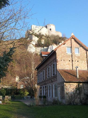 Le clos du château : Guest accommodation near Cahaignes